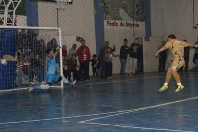 Na primeira série das cobranças, as duas equipes converteram seus três pênaltis