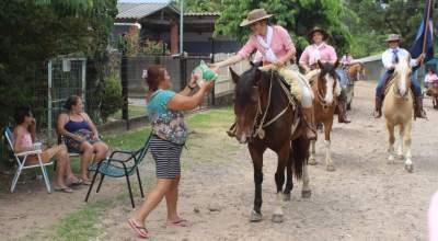 Grupo da Mulher Gaúcha participa da Cavalgada do Bem