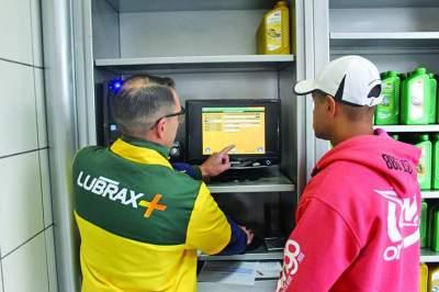Sistema informatizado oferece o check-up de 18 itens para o bom funcionamento do veículo durante a troca de óleo