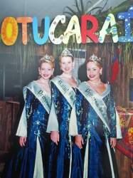A Rainha Aline Aggens, entre as Princesas Martina Gehres de Barros e Caroline F. da Costa