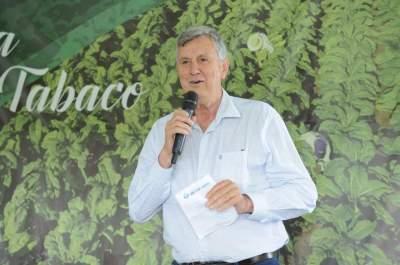 Deputado Federal e senador eleito, o candelariense Luis Carlos Heinze se colocou a disposição para defender a cadeia produtiva do tabaco