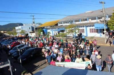A manifestação em frente à Câmara Municipal